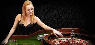 What are the pros of playing slots online?